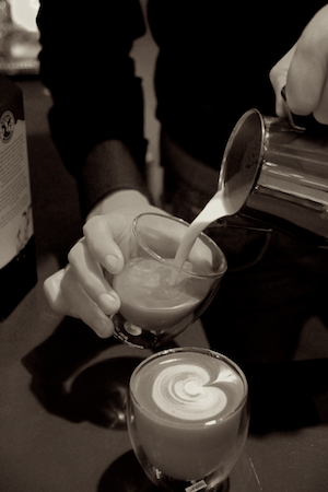 peter-latte-pouring